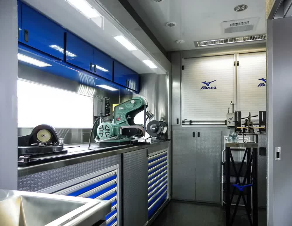 mizuno-golf-event-promotional-vehicles-trailers